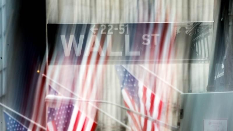 Dow drops 300 pts, Nasdaq down over 2%