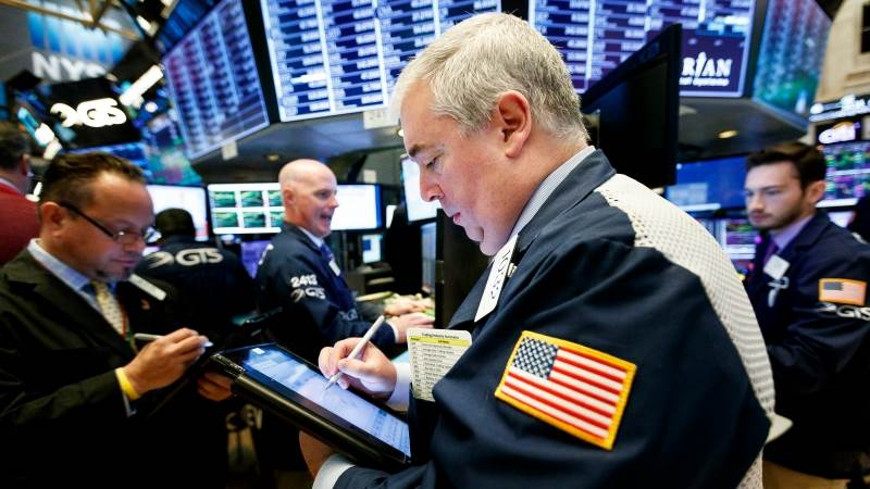 Wall Street opens lower in anticipation of interest rate decision