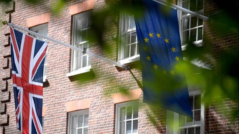 ECB's Lane warns hard Brexit isn't off table