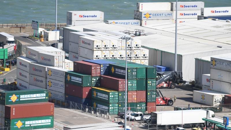 UK's trade deficit drops to £2.9B in third quarter