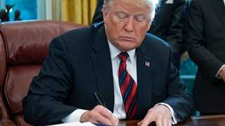 Trump signs executive immigration order on asylum