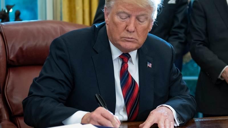 Trump signs executive immigration order on asylum