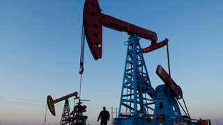 US oil rig count up 12 by to 886 - Baker Hughes