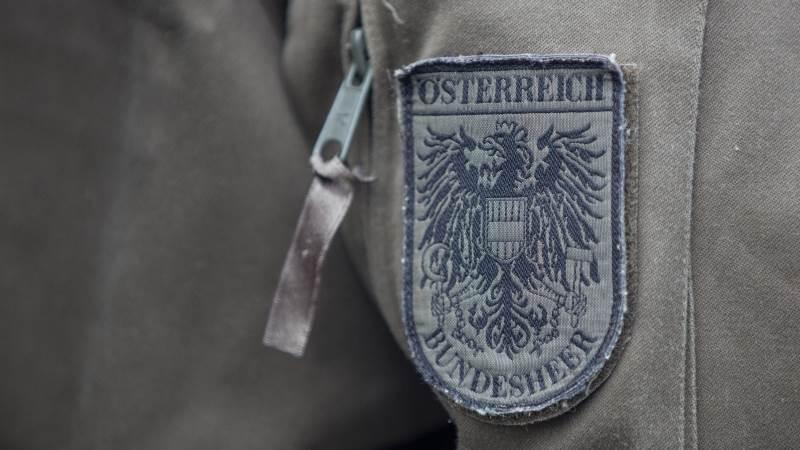 Austrian spy suspect confesses - report