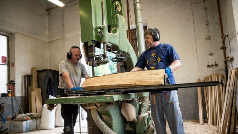 Eurozone industrial output down by 0 3% in September