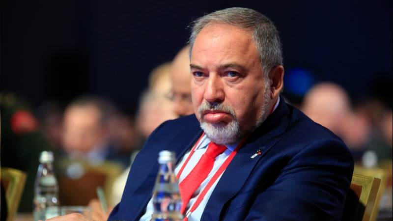 Israeli defense minister steps down after Gaza truce