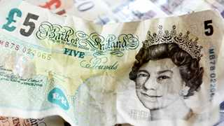 Sterling falls amid lingering Brexit worries