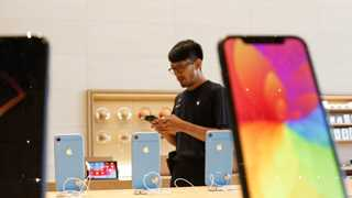 Goldman cuts Apple forecast over XR sales, China