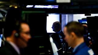 Apple shares drag Dow 600pts in the red