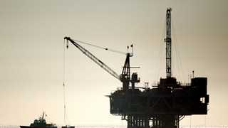 US oil rig count down by 3 to 885 - Baker Hughes