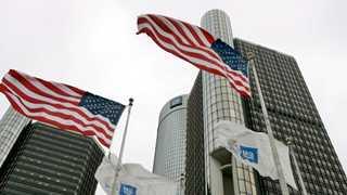 GM to trim car production, executive staff