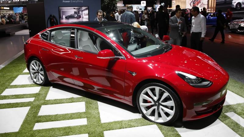Tesla reaches Model 3 1,000 cars per day production goal - report