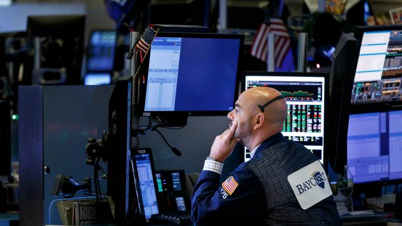 Wall Street ends sharply lower, Dow drops 790 pts at close