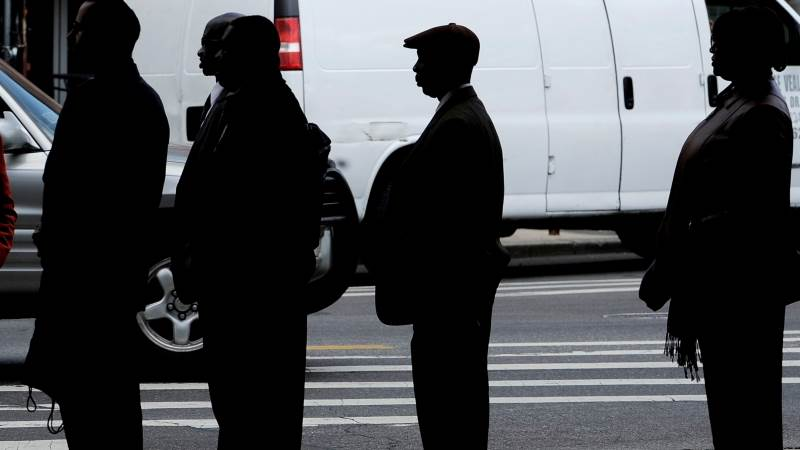 US initial jobless claims down by 4,000 to 231,000