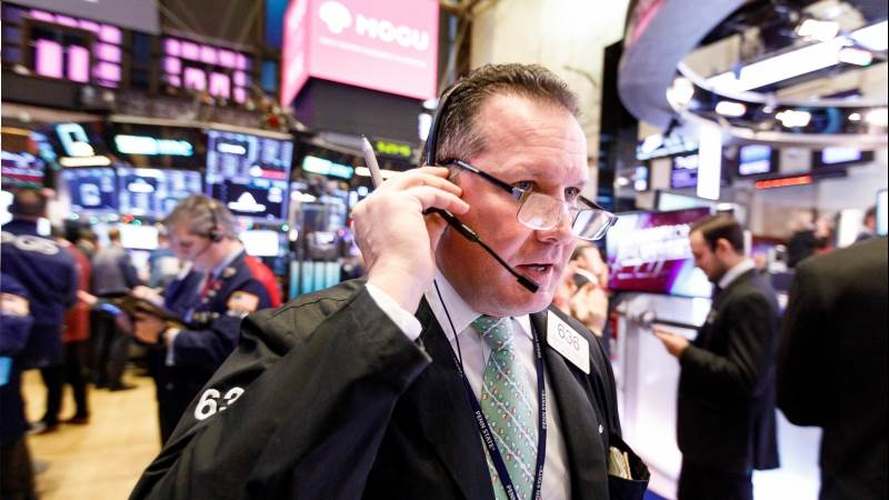 Wall Street selloff intensifies, Dow drops 700pts