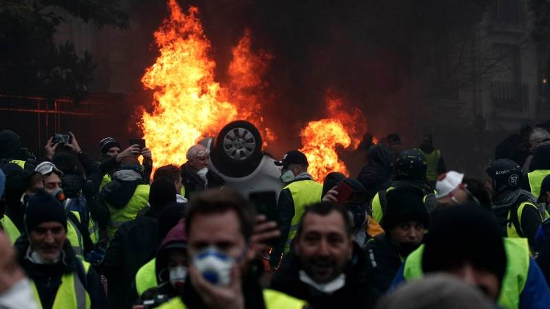 French PM calls for dialogue after Yellow Vests protests