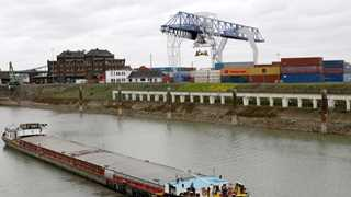 German trade surplus shrinks to €17.3B in October