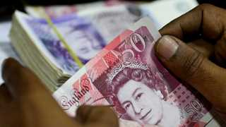 Pounds falls against dollar amid no-confidence vote rumors
