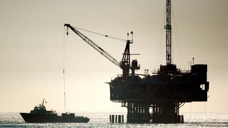 Crude up 2%, extends gains on trading optimism