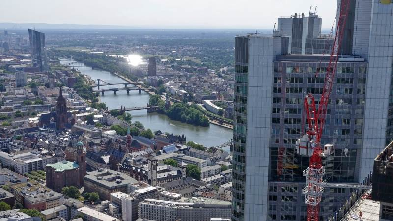 Europe closes slightly lower after ECB ends QE program