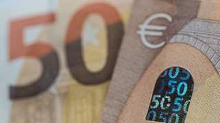 Euro falls after PMI data disappoints