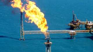 US oil rig count declines by four