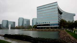 Oracle's revenue at $9.6B in Q2, almost unchanged YoY