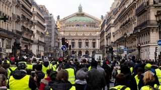 Fewer French protesters after Macron's concessions