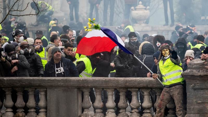 Yellow vests hit French streets for eighth time