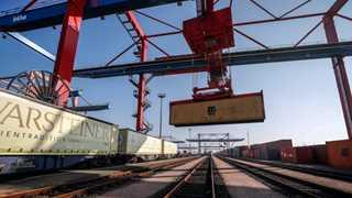 German trade surplus falls €3.3B year on year to €19B