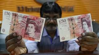 Pound rises on Brexit delay report