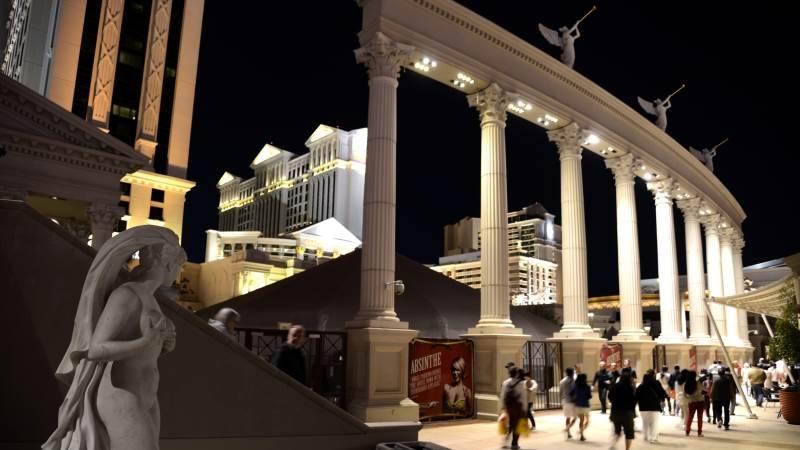 Icahn builds stake in Caesars casino - report