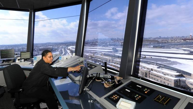Air traffic controllers go to court over govt shutdown