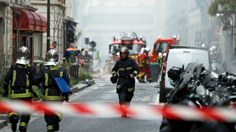 Explosion rocks central Paris
