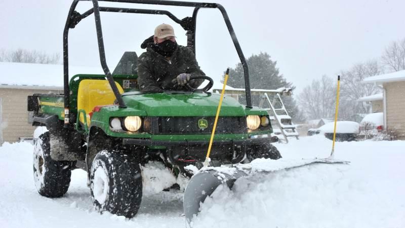 Massive snowstorm hits US Midwest, East Coast