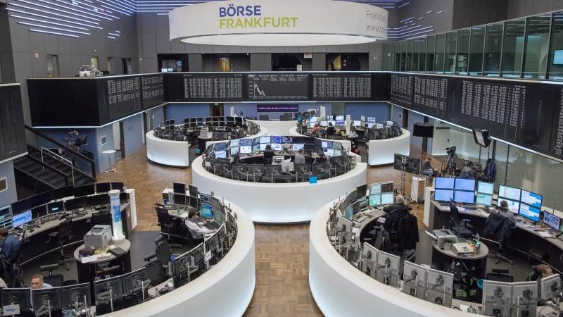 Europe trades lower, Brexit remains in focus