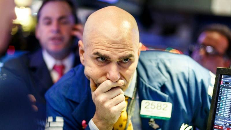 Dow falls over 200 pts amid China worries