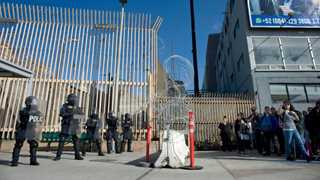 Troops to stay at Mexico border until October - Pentagon