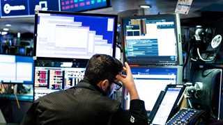 US stocks rise in premarket as shutdown goes on