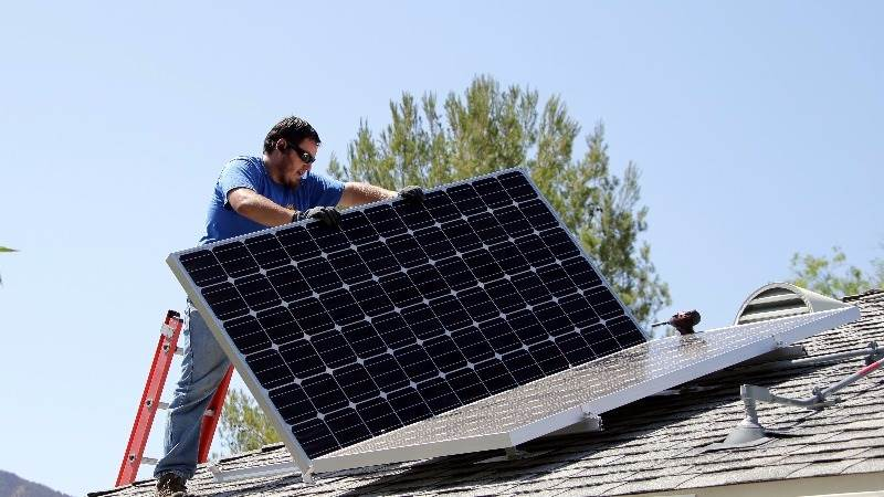 Airbnb teams up with SolarCity