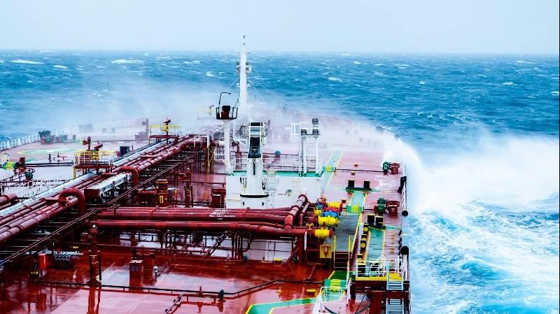 Crude extends gains on EIA data, API report