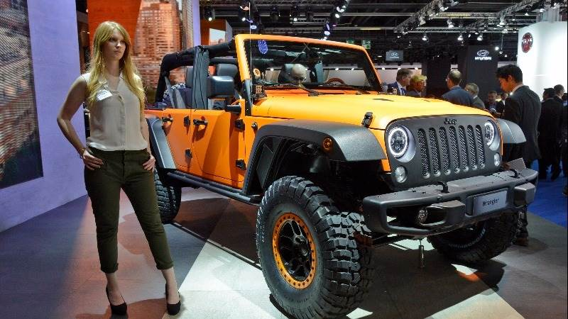 Fiat Chrysler recalls 224k Jeeps over airbags