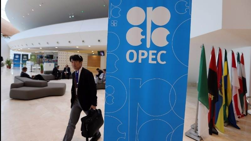Crude continues rally, adds 4% ahead of OPEC meeting