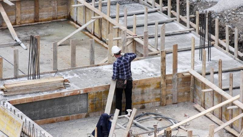 U.S. construction spending edges up 0.5% in October