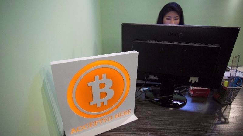 Bitcoin loses 18% against dollar on raids in China