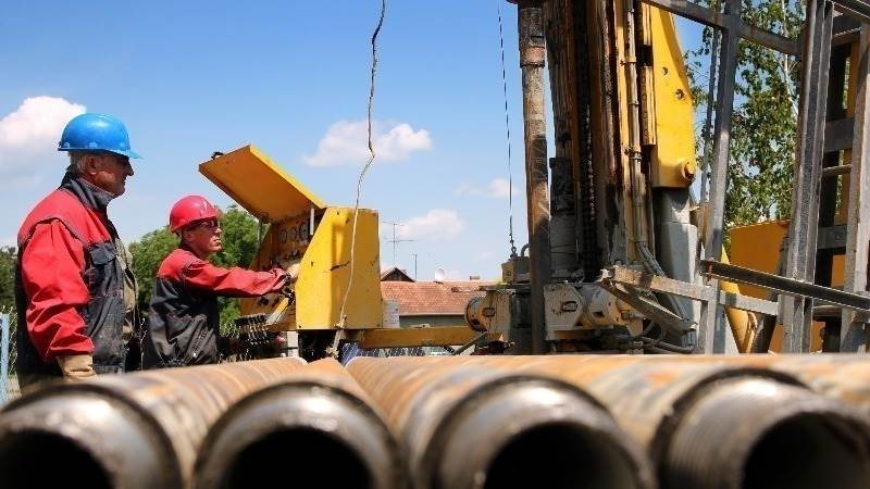 EIA: US crude inventories rise by 8.2 million barrels