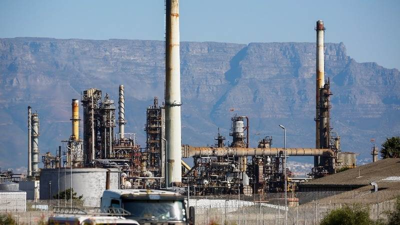 Oil prices extend losses on oversupply concerns