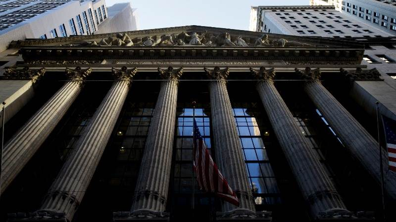 US stocks settle mixed