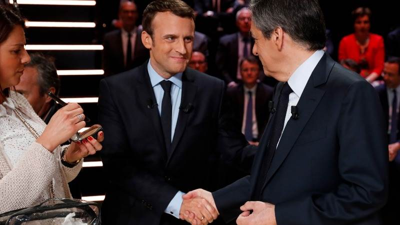 Macron, Fillon give suggestions on immigration