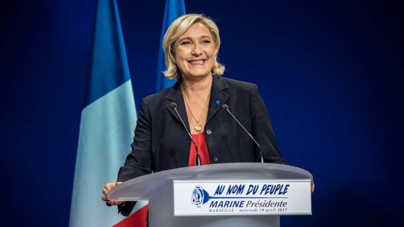 Le Pen vows to control borders, deport criminals
